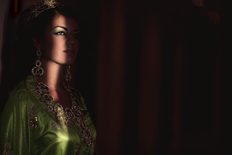 boda marroquí. Vestidos y maquillaje tradicional marroquí - Cuatro Corazones Fotografía por Juanlu Corrales