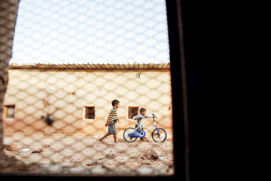 Boda en el Sahara en el campamento 27 de Febrero en Tinduf - Cuatro Corazones Fotografía por Juanlu Corrales