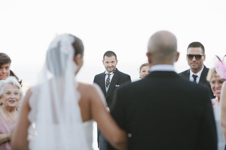 boda en la Boda en Alcaidesa Golf. Ceremonia civil con Lourdes y Raúl - Cuatro Corazones Fotografía por Juanlu Corrales