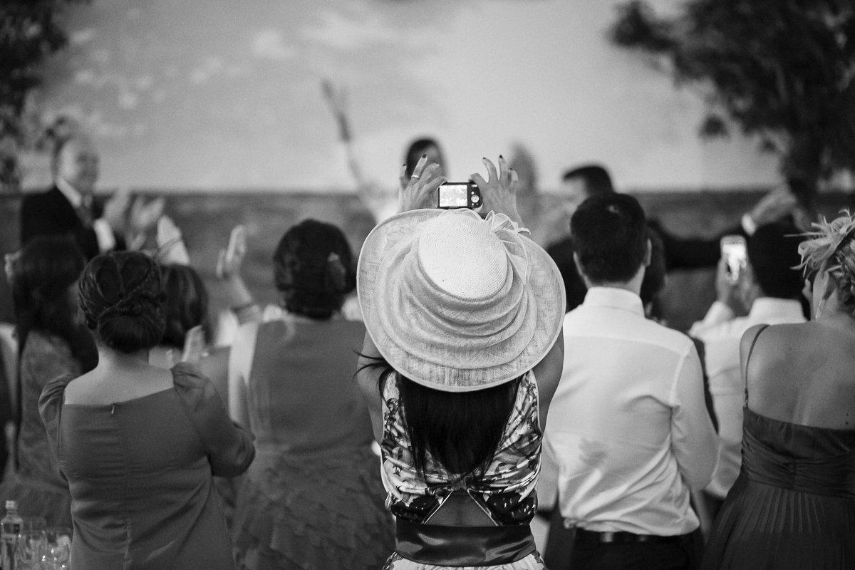 Boda en Los Barrios y Salones El Coto en Campamento - Cuatro Corazones Fotografía por Juanlu Corrales