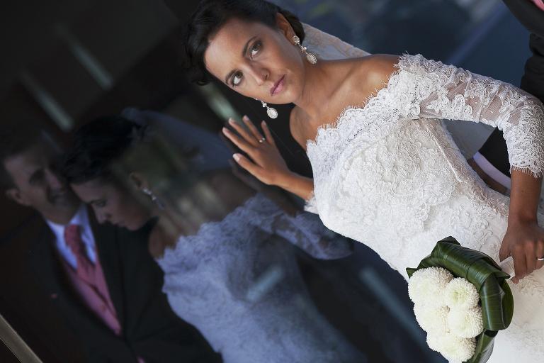 Reportaje de boda en Los Barrios y Salones El Coto en Campamento - Cuatro Corazones Fotografía por Juanlu Corrales