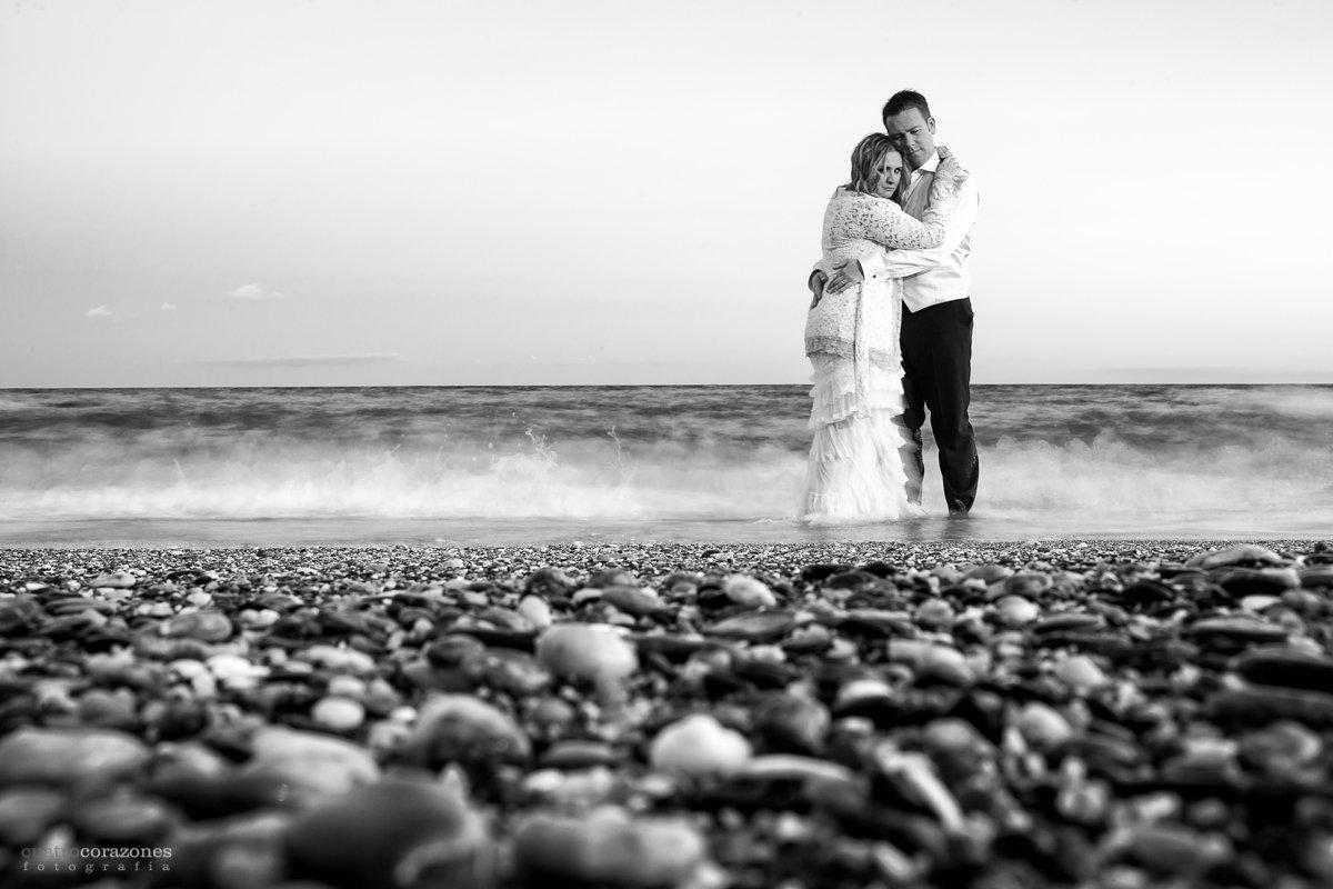 Fotos de postboda en las playas de Estepona y Marbella - Cuatro Corazones Fotografía por Juanlu Corrales