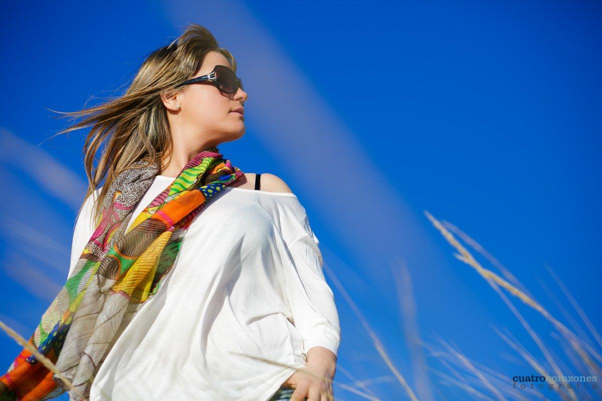 Sesión fotográfica en la playa de Tarifa con Ana - Cuatro Corazones Fotografía por Juanlu Corrales