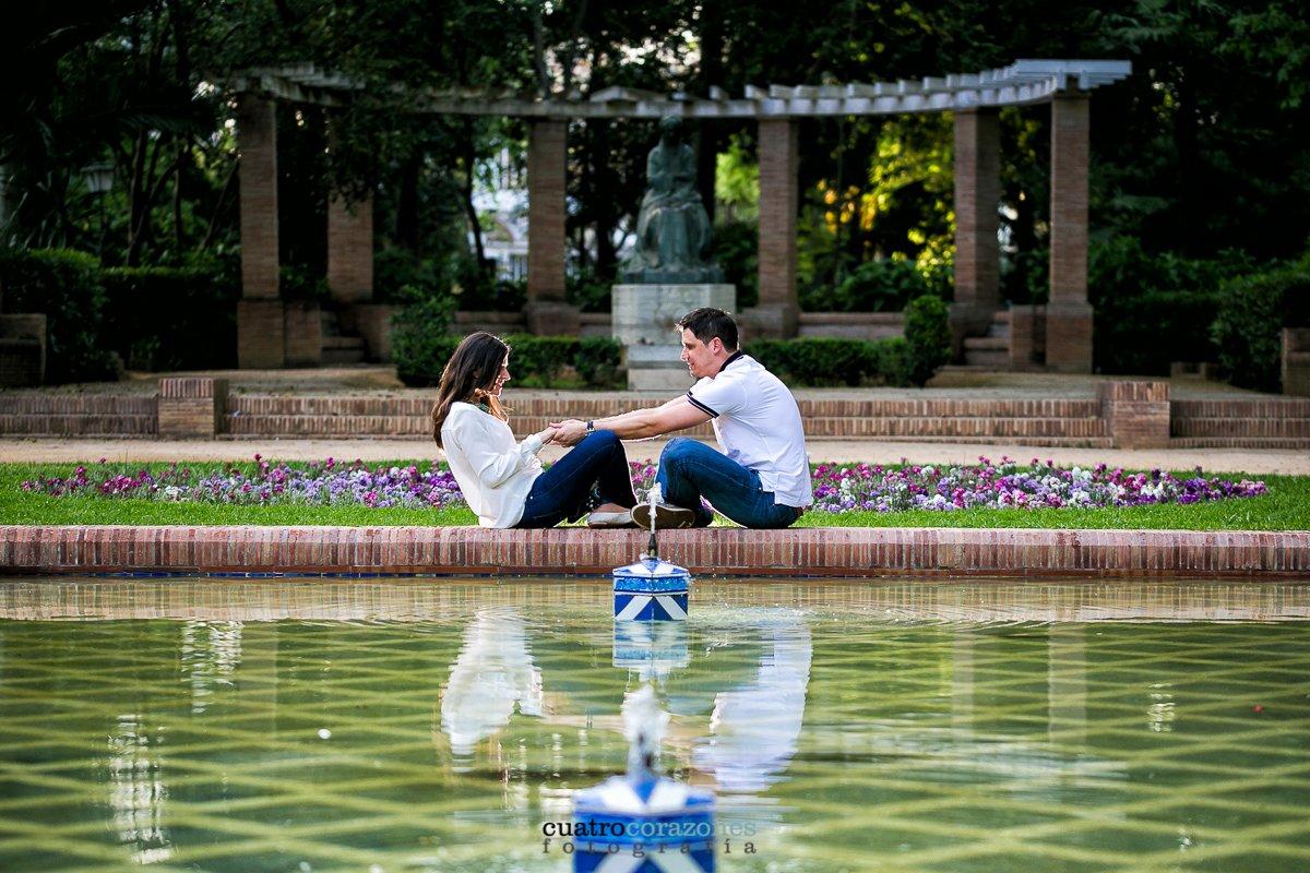 Prebodas en Sevilla en la Plaza de España con Juan y Begoña - Cuatro Corazones Fotografía por Juanlu Corrales