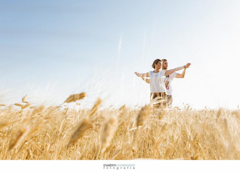 Fotos de preboda en el campo de Vejer de la Frontera y Conil con Mari Carmen y Pedro - Cuatro Corazones Fotografía por Juanlu Corrales