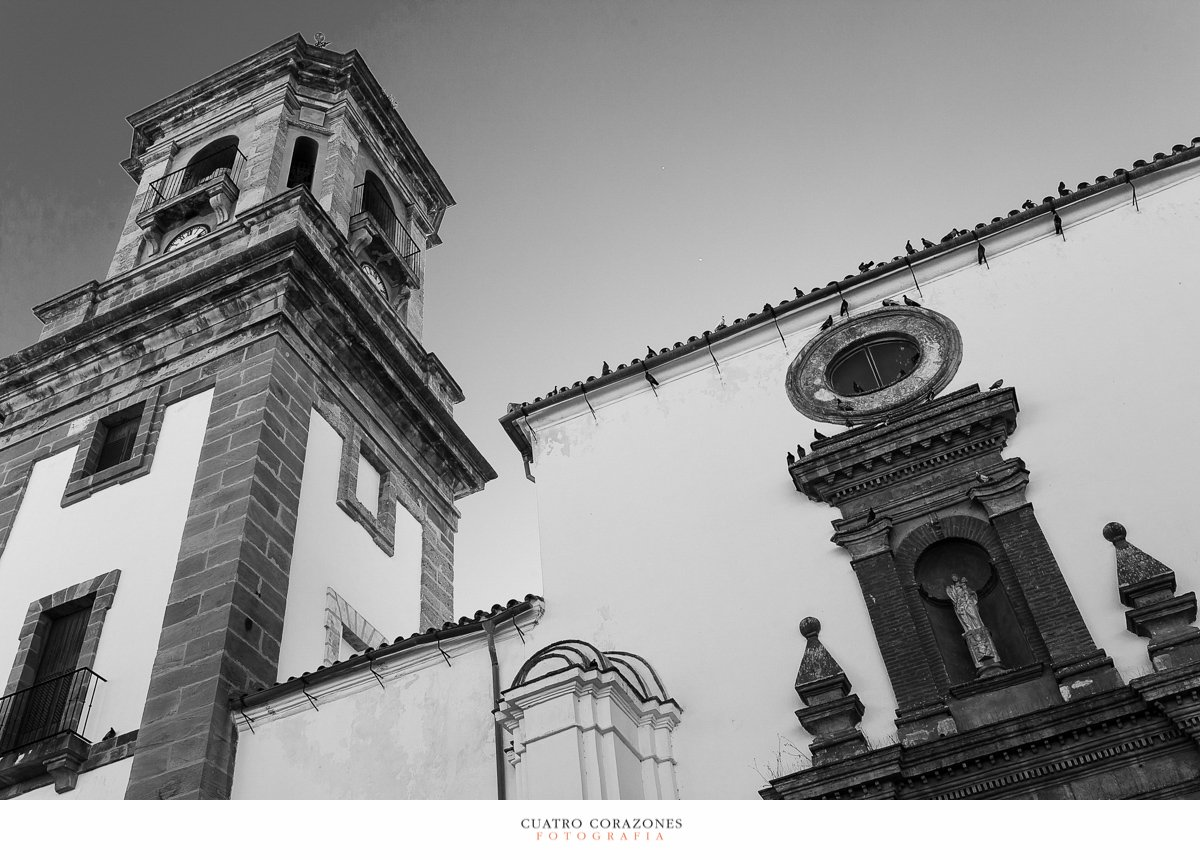 reportajes de boda en Algeciras en la parroquia Virgen de la Palma y celebración en El Campanario de Los Barrios - Cuatro Corazones Fotografía por Juanlu Corrales