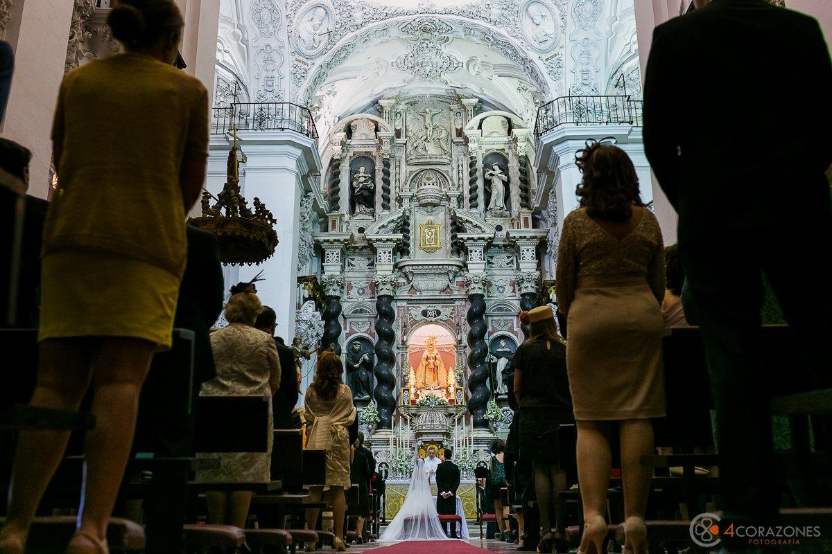 fotos de boda en Iglesia de San Antonio en Cádiz - Cuatro Corazones Fotografía como fotógrafo de bodas en Cádiz por Juanlu Corrales
