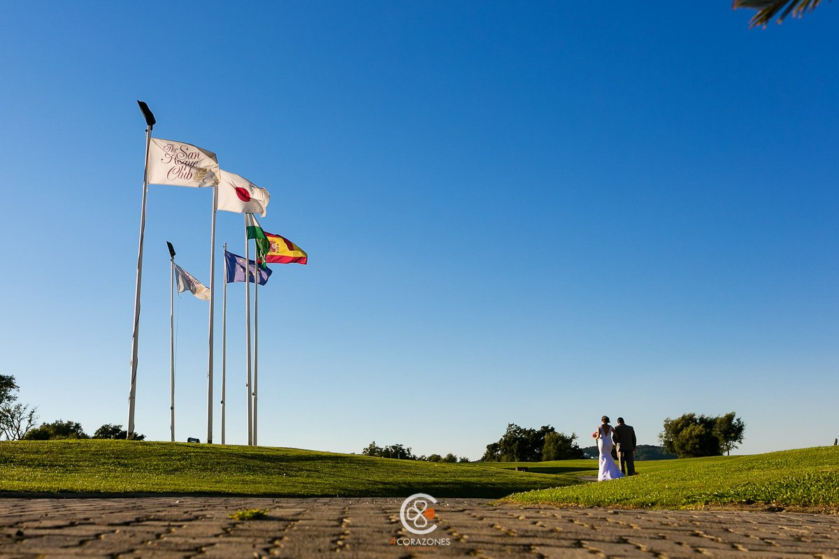 boda en el campo de golf en San Roque Club - Cuatro Corazones Fotografía por Juanlu Corrales