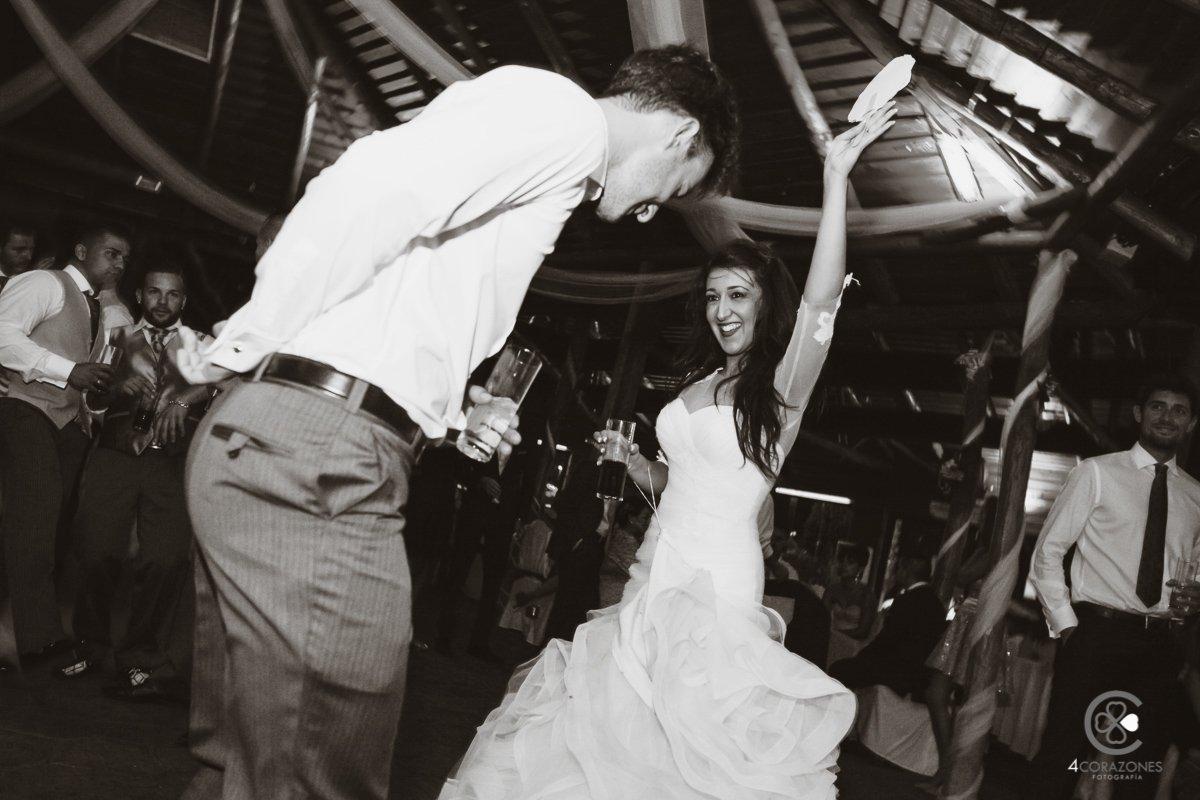 reportaje de boda en La Linea con Alberto y Alba- Celebración en Bahia Park de Algeciras-cuatro-corazones-fotografia-juanlu-corrales