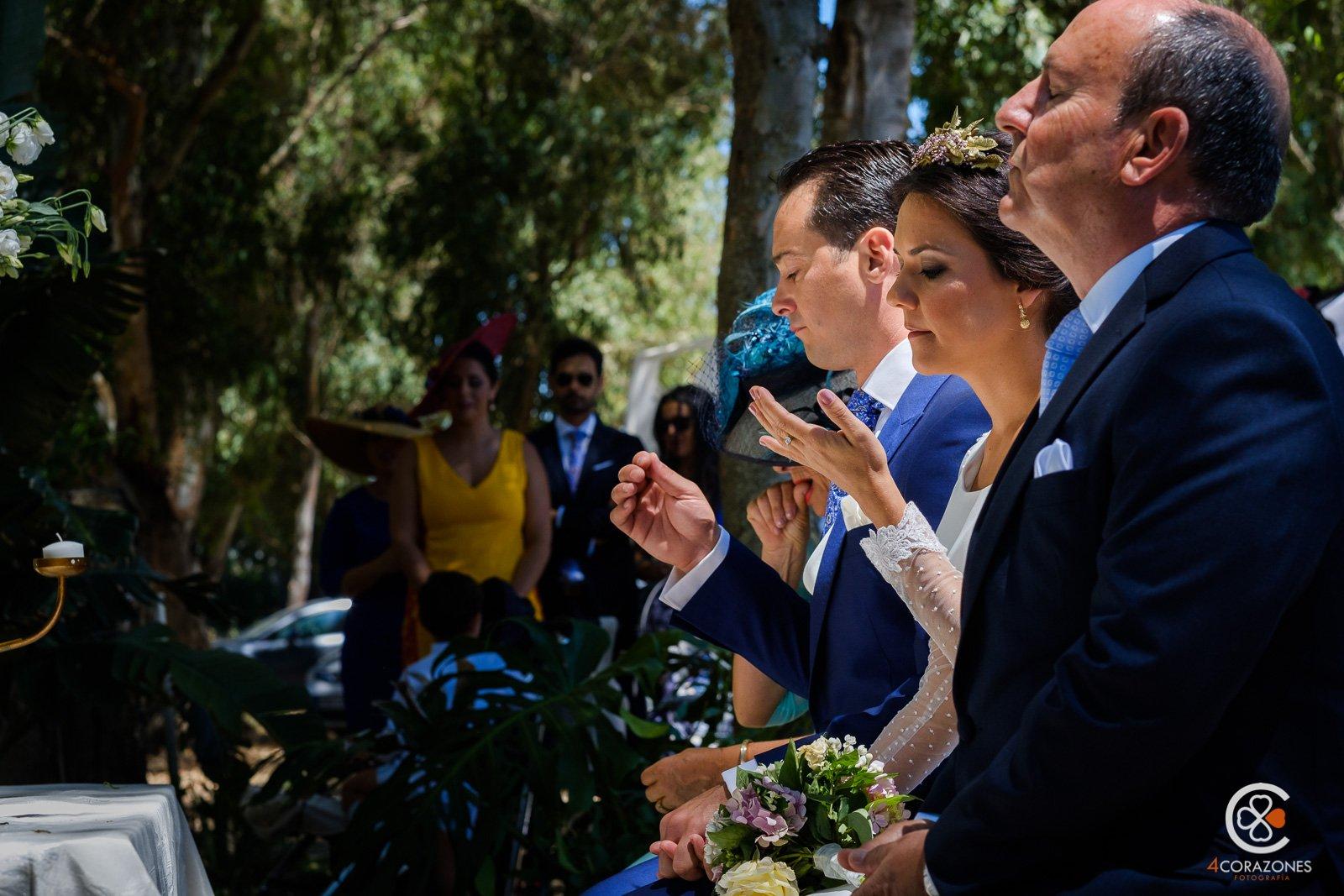 boda-en-los-barrios-jardin-de-villa-vega-paco-isa-001-cuatro-corazones-fotografia-juanlu-corrales