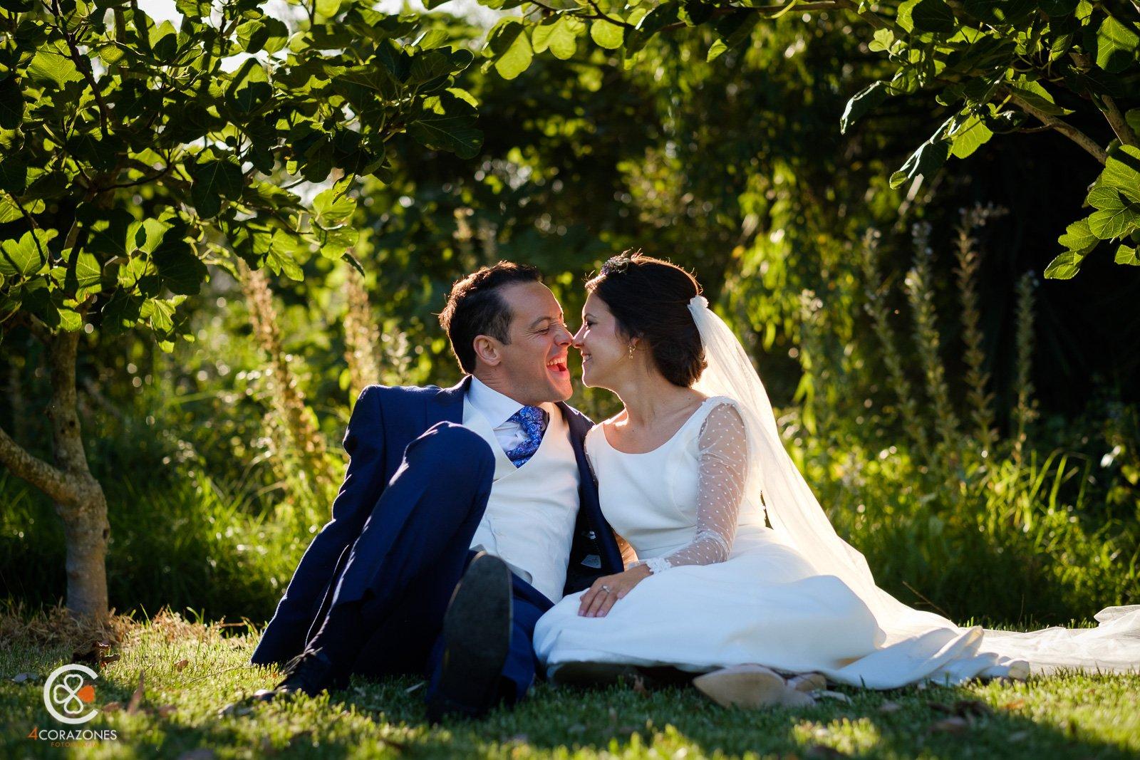 fotos-de-boda-en-los-barrios-jardin-de-villa-vega-paco-isa-001-cuatro-corazones-fotografia-juanlu-corrales