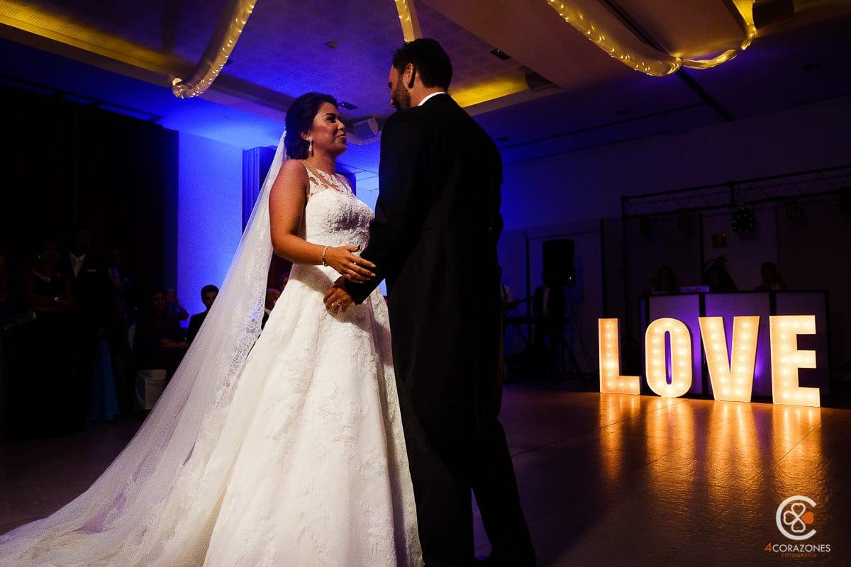 letras luminosas para bodas-cuatro-corazones-fotografia-juanlu-corrales